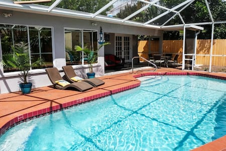 YOUR PRIVATE RETREAT NEAR SIESTA KEY BEACH!