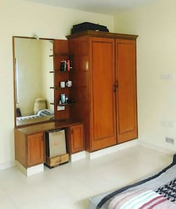 Cozy room with attached bathroom - Bengaluru - House
