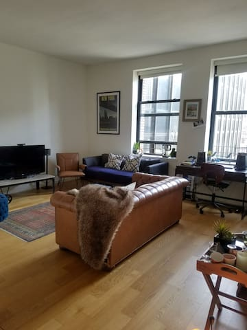 Spacious, 1 bdr apartment. Great light and views.