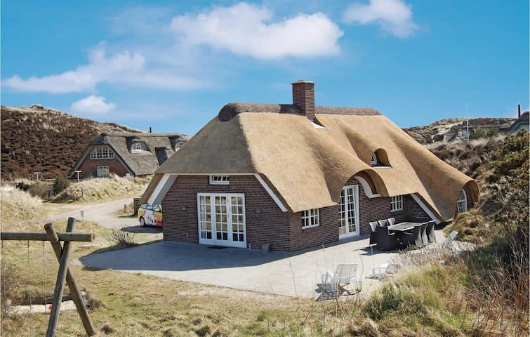 Holiday cottage with 4 bedrooms on 145m² in Henne