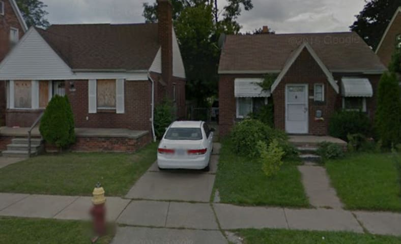 1 bed room available - 2 bed house - Detroit - Ház