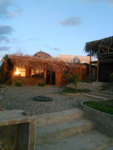 Hermosa casa en Punta Veleros - Haus