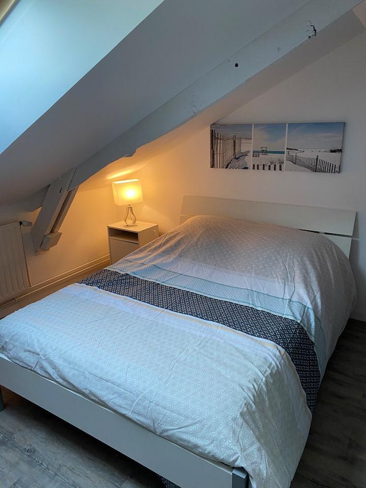 Chambre calme  et spacieuse 1
