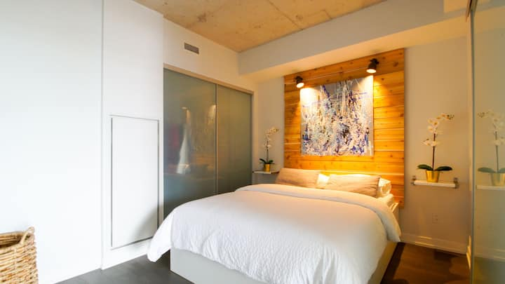 Trendy King West Executive Suite