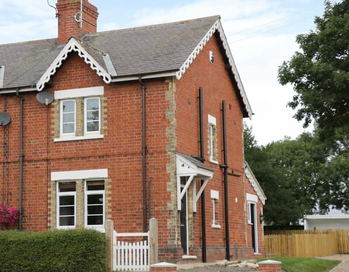 Gold Award Traditional Yorkshire Wolds Cottage