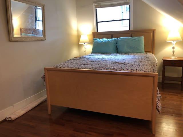 Bedroom Queen, two twins in here, too Rollaway twin bed in closet!