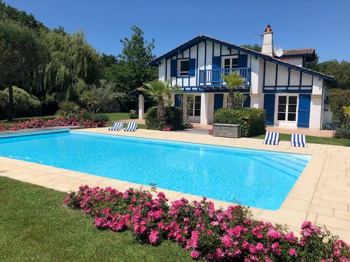 Villa avec piscine chauffée proche Biarritz