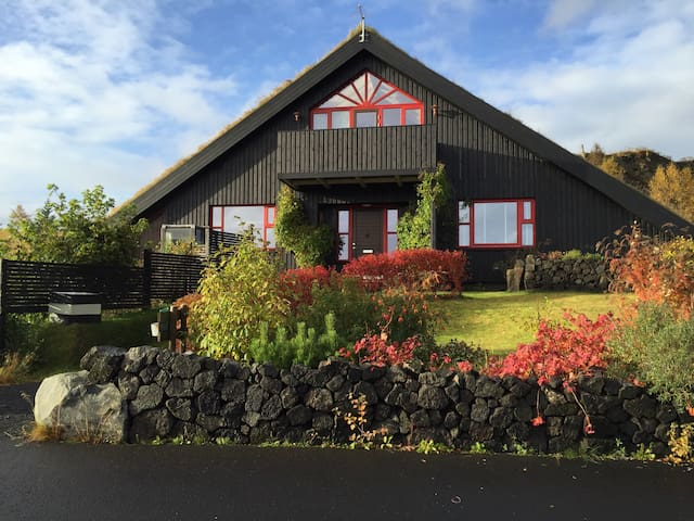 Room w/2 single beds, central South - Selfoss - Bed & Breakfast