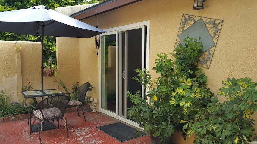 Beautiful Cozy Studio/w Private Patio.