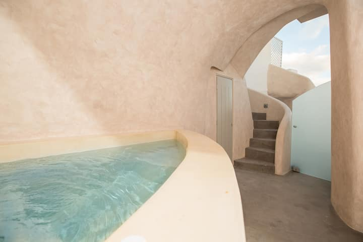 The Dream-Cave Deluxe Villa with outdoor Jacuzzi