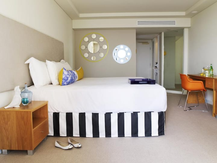Available Double Ocean View Double Bed At Surfers Paradise