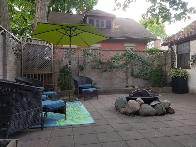 Trendy Stylish 3 Bdrm Home +BBQ in Wortley Village