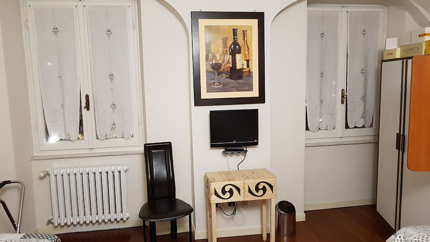 Low budget room 5KM SERRAVALLE OUTLET 1 PERSON