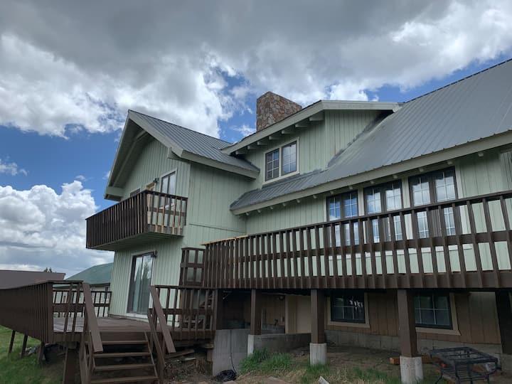 Two Top Vista Near Yellowstone, Sleeps 15