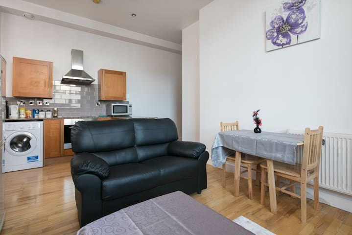 Fantastic 3 bedroom flat in the city centre