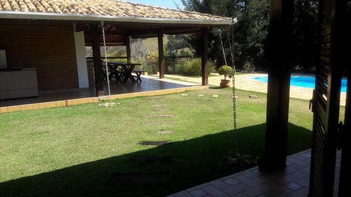 Casa de Campo com piscina e campo de futebol