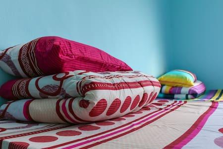 Convenient and Cozy Klang Bedroom - Klang
