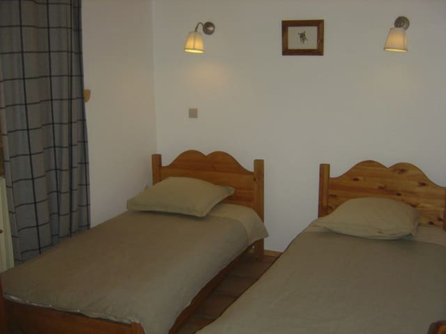 chambre avec deux lits simples chambre deux lits