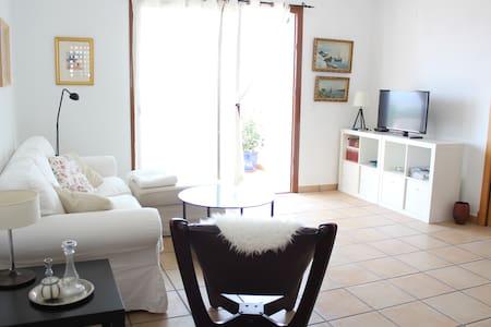 Comfortable apartment close to beach and mountains - Apartmen
