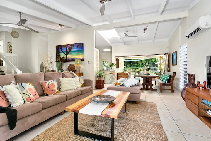 Tropical living in a family Villa -4bed/3bath/Pool
