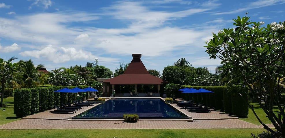 Best shared pool in Huahin