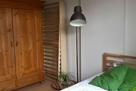 een kamer in dorpswoning Oud-Heverlee nabij Leuven - Oud-Heverlee - Hus