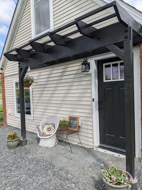 Studio apartment in sunny historic village