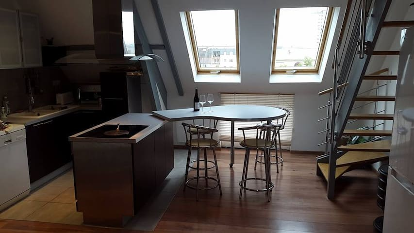 Appartement lumineux idéalement situé - Saint-Pierre-des-Corps - Apartamento