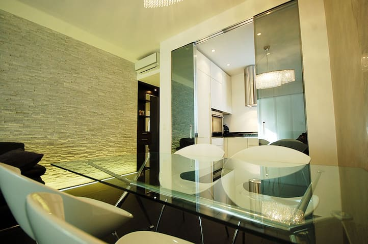 Via Nassa area, modern and furbished apartment