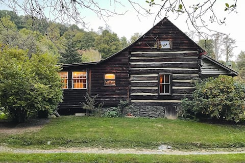 New! Historic Log Cabin in Appalachian Mountains