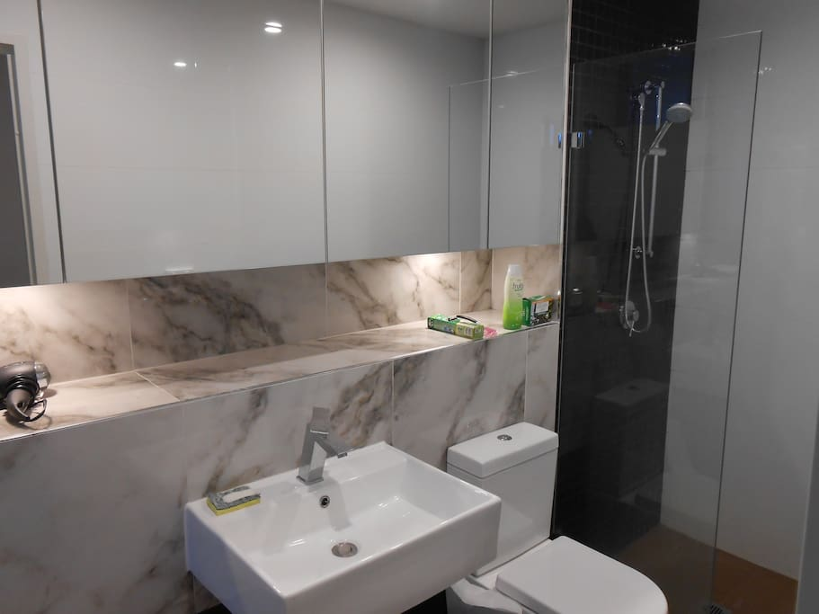 Ensuite (only serves this room)