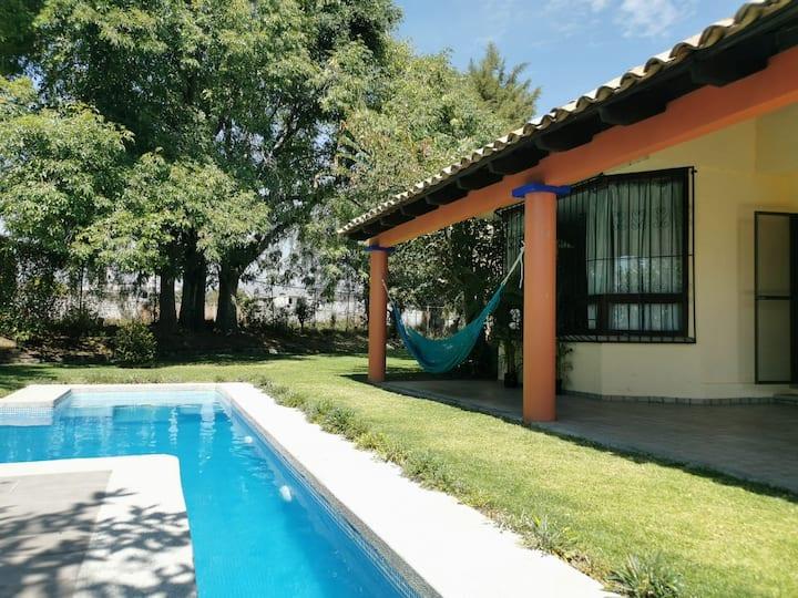 Casa campestre con jardín y alberca en Atlixco