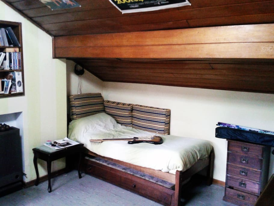 Single bed plus an additional one below.