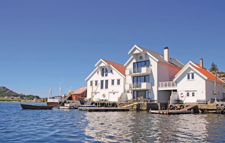 I sjøkanten  - solvendt med panoramautsikt