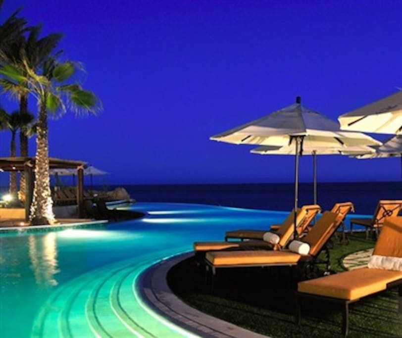 Lounge at our spectacular infinity pools