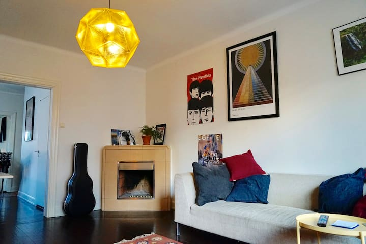 Arty and spacious apartment close to city centre - Uppsala - Apartamento