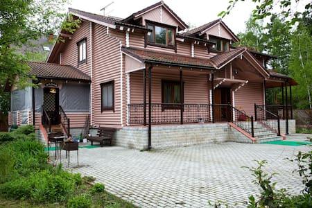 Бревенчатый 2-х этажный дом - Kokoshkino