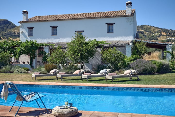 Idyllic escape, luxury villa, private pool Ronda