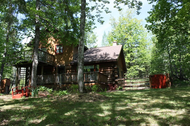 Cozy Cabin in Skanee-At the base of the Keweenaw Peninsula! - Skanee - Cabaña
