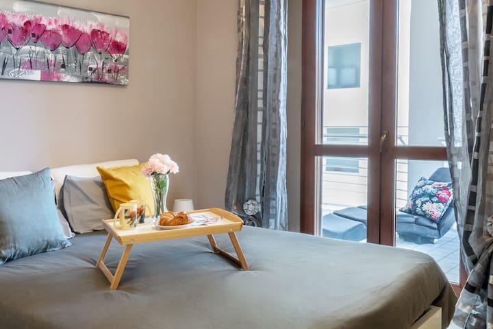 Accesso dalla camera matrimoniale al terrazzo  / Access from the master bedroom to the terrace