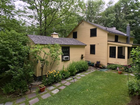 Charming Vermont Cottage Above The Battenkill...