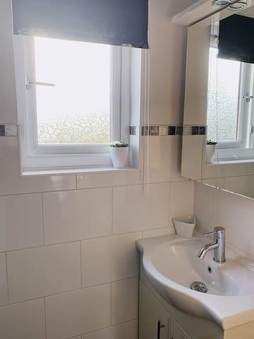 Lovely, light, Loft room with en suite in Moseley.