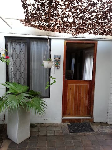 Cottage two - Durban North - Dom