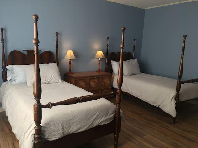 Blue Desert House - Blue Room