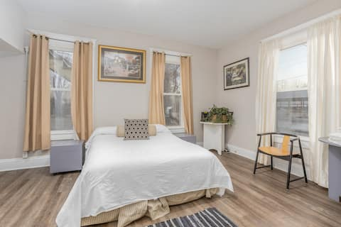 Kid/pet friendly. Professionally cleaned. First floor apartment.