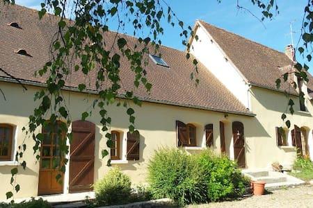 chambre à St Cyr la rosière - Saint-Cyr-la-Rosière - Huis