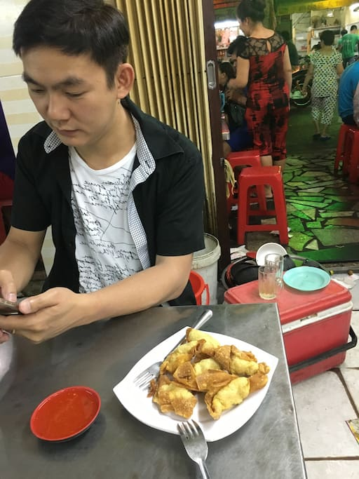 Bussiness man from singapor get dinner with me
