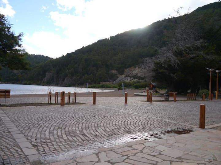 Cabaña frente al Lago Lacar