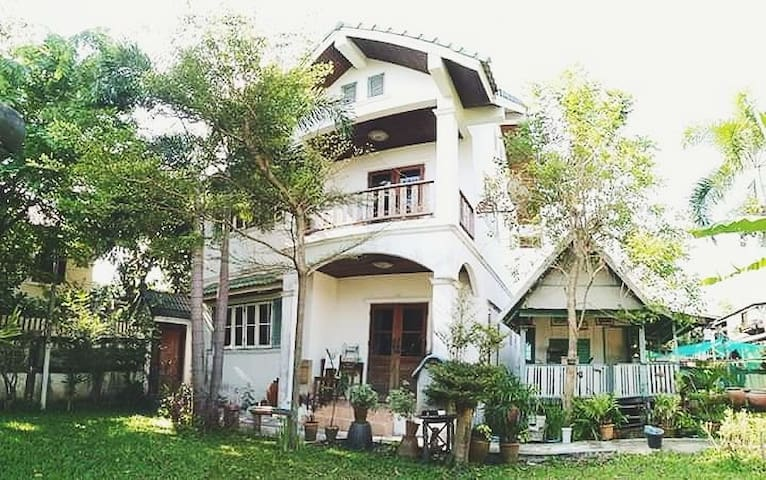BangkokBungalow Bed & Breakfast