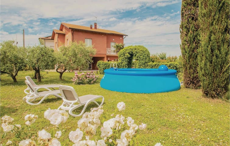Holiday cottage with 4 bedrooms on 160 m² in Misano Adriatico (RN)